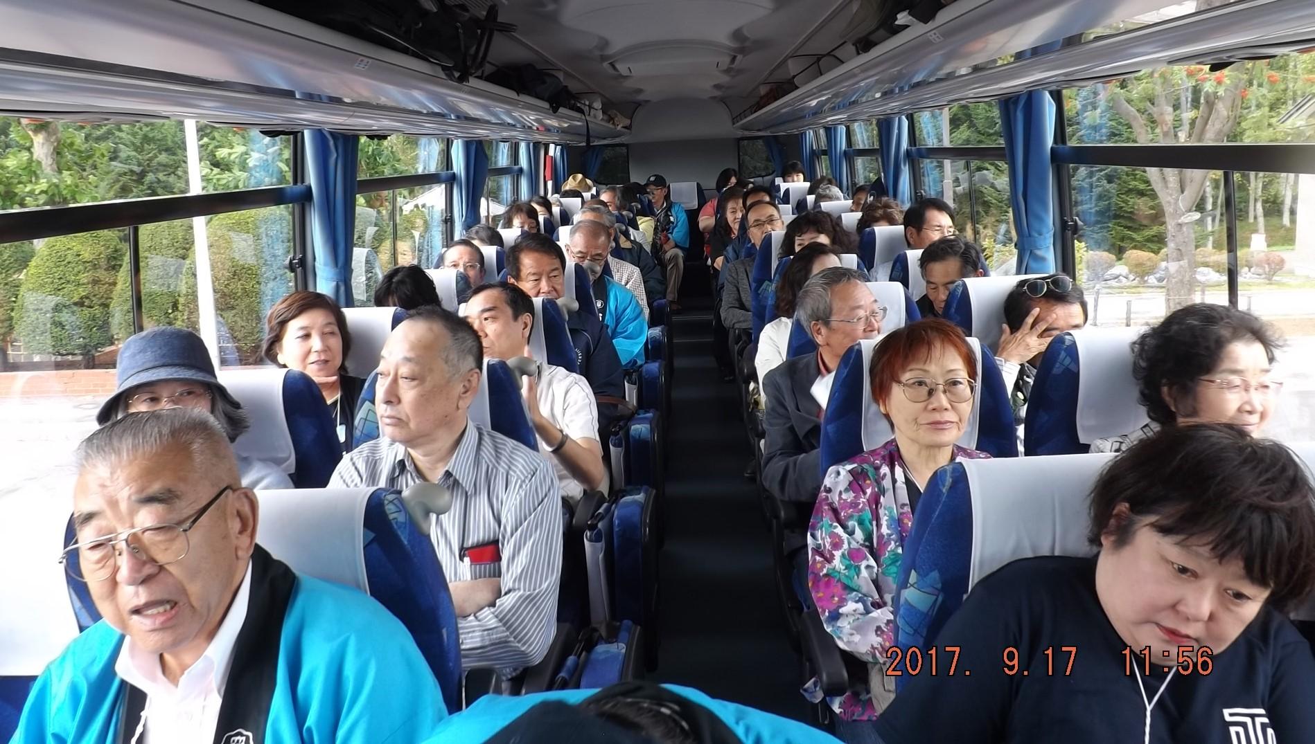 3、バス車内.JPG
