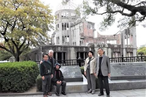 15_広島原爆ドームをバックに