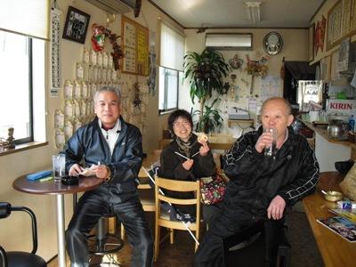 7区田中・二宮のラーメン屋.右端が主人.jpg