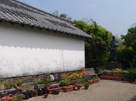 ドロ神父記念館前P1000594.jpg